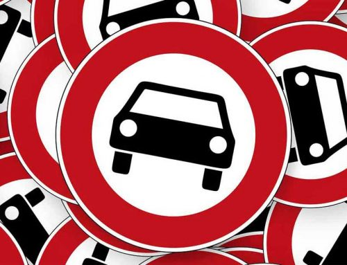 Verkehrschaos vor der Grundschule